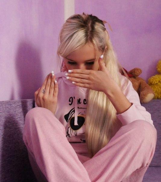 Фото блондинок в домашних условиях со спины на аву